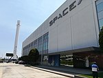 Falcon 9 booster B1019 and SpaceX HQ (35943121656).jpg