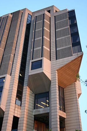 Robarts Library - Detailed view of the upper-level exterior