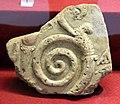 Frammento di lastra di rivestimento con girale, 400-350 ac ca., da roselle, cisterna romana.JPG