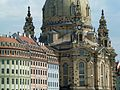 Frauenkirche Dresden mit Fassadenensemble.jpg