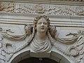 Frauenkopf (Schlussstein über dem Fenster) am Palais im Großen Garten in Dresden 3.jpg