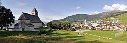 GR - Blick auf Falera mit Kirche St. Remigius.jpg