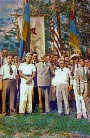 Гарегин Нжде c членами «Цегакрон» (США, Бостон, 1933 год)