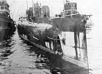 German submarine Deutschland - Image: German U boat Deutschland, in Baltimore Harbor, Baltimore, Maryland, 1916 (32416178143)