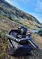 Gimbal puesto en cámara réflex en un paisaje.jpg