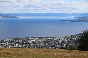 Gjøvik and Lake Mjøsa seen from Oeverby September 2016 a.jpg