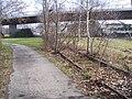 Gleisreste neben dem Fußweg - panoramio.jpg
