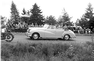 1954 German Grand Prix - President Theodor Heuss visits the racetrack.
