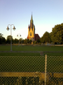 Håslövs kyrka i kvällsljus sommar 2016.png