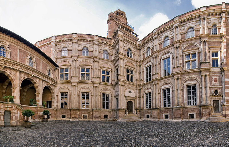 Fichier:Hôtel d'Assézat, toulouse (panorama).jpg