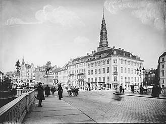 Ploug House - The Ploug House photographed from Højbro Brodge by Johannes Hauerslev
