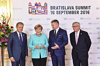 Robert Fico - Robert Fico standing with Donald Tusk, Angela Merkel and Jean-Claude Juncker, 2016