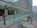 HK Central 長江集團中心 Cheung Kong Center Garden Road footbridge Mar-2014 visitor.JPG