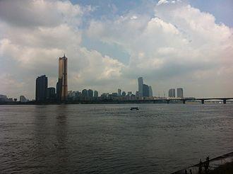 Parc1 Tower - Image: Han River Walk Yeouido, Korea