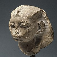 Head of a King, possibly Amememhat IV MET 08.200.2 05.jpg