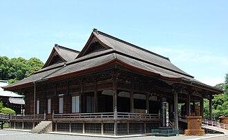 Hokekyō-ji (Ichikawa) - Soshidō (1678), an Important Cultural Property; believed to have been modelled on the Honden-Haiden of Kibitsu Jinja