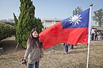 Hsinchu Air Force Base Open Day female visitor and ROC flag 20101211.jpg
