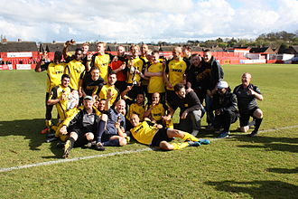 Hucknall Town F.C. - Squad with the Cup