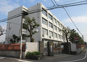 Hyogo Prefectural Amagasaki High School.jpg