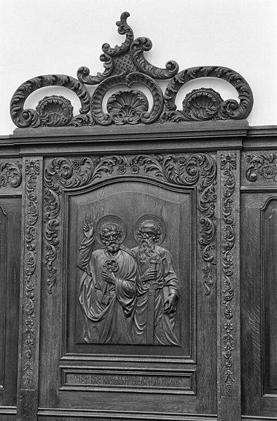 File:INTERIEUR, CAROLUSKAPEL, KOORBANKEN, GEBEELDHOUWD reliëf (ST. PETRUS) - Roermond - 20281759 - RCE.jpg