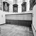 Interieur, overzicht koorhek met rouwborden - Amerongen - 20001552 - RCE.jpg