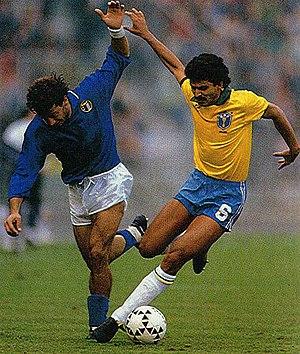 Italia vs Brasile - Bologna - 1989 - Gianluca Vialli e Ricardo Rocha.jpg