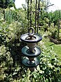 Jardins Rocambole, Corps-Nuds, France, 7-2019, recyclage d'isolants de caténaire suspendus en jardin potager.jpg