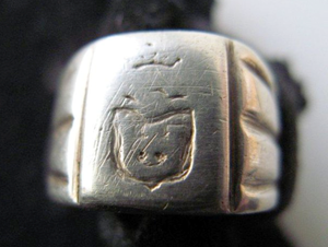 Jastrzębiec coat of arms - Jastrzebiec coat-of-arms signet-ring. This signet ring belonged to Czesław Jankowski h. Jastrzębiec. Hand made on silver, in 1943, at Nazi-German Prisoners of War Camp (for Polish officers). The silver was got from an old Polish coin and carved by one fellow prisoner.