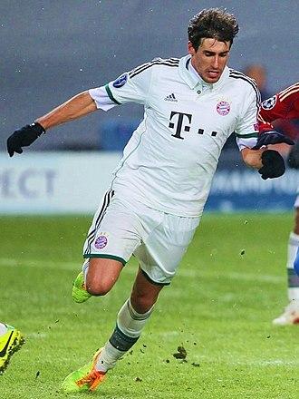 Javi Martínez - Martínez playing for Bayern in November 2013
