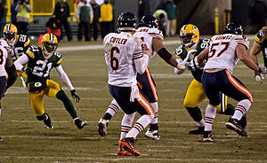 2010 Chicago Bears season - Jay Cutler passes against the Packers