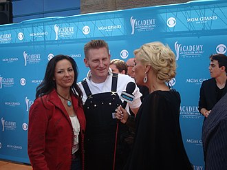 Joey + Rory - Joey Martin Feek (left) and Rory Lee Feek (center) being interviewed by Allison DeMarcus.