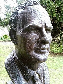 Bust of John Curtin by sculptor Wallace Anderson located in the Prime Minister's Avenue in the Ballarat Botanical Gardens John Curtin bust.jpg