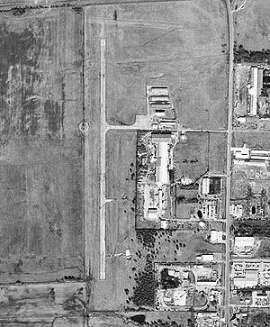 Jones Field Airport-TX-24Jan1996-USGS.jpg