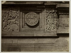 KITLV 28280 - Isidore van Kinsbergen - Relief with part of the Ramayana epic on the north side of Panataran, Kediri - 1867-02-1867-06.tif