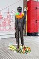 Ken Dodd statue, Lime Street 2018.jpg