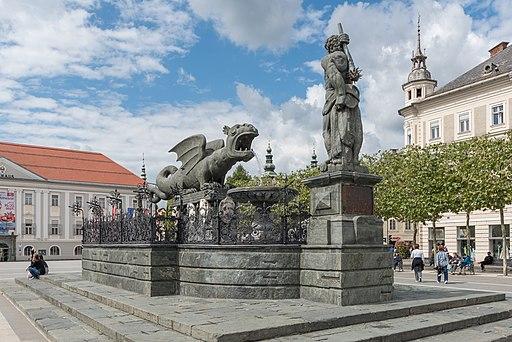 Klagenfurt Neuer Platz Lindwurmbrunnen 09092015 7222