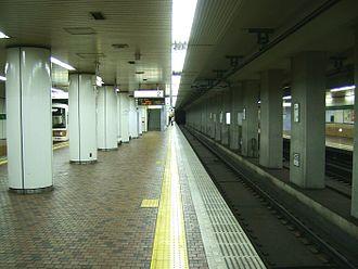 Shin-Kobe Station - The Kobe Municipal Subway/Hokushin Line platforms (February 2008)