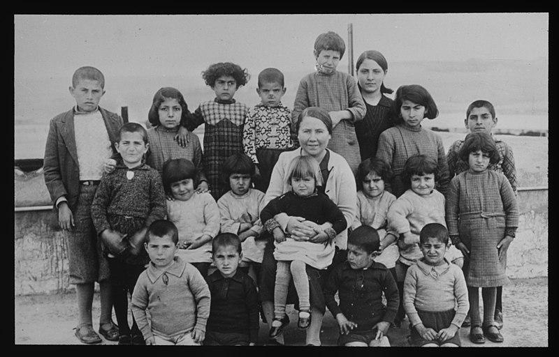 File:Kvinnelige Misjonsarbeideres arbeid i Armenia - fo30141712120002.jpg