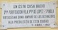 Lápida casa natal Pura Vila Linares.jpg