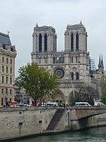 La cathédrale Notre-Dame de Paris au lendemain de l'incendie du 15 avril 2019.jpg