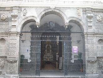 El Tapado - Gate of la Compañía Church in Puebla where the head of el Tapado was displayed