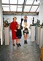 La reine Paola en visite à l'atelier de Philippe Brodzki.jpg
