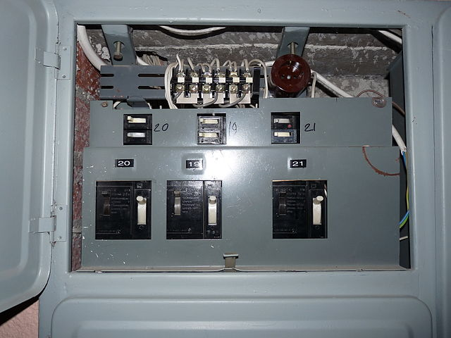 Old Style Fuse Box Circuit Breakers : File liikuri old circuit breakers in fuse box g