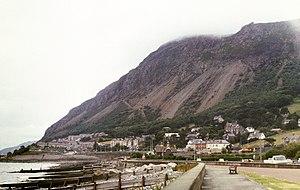 Llanfairfechan - Image: Llanfairfechan and Penmaenmawr mountain with mist 1989