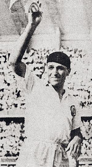 Teodoro Fernández - Lolo Fernandez in his last professional match with Universitario de Deportes in 1953