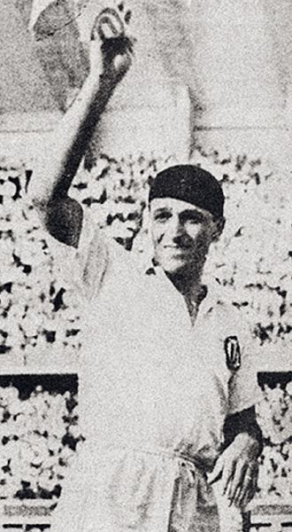 Teodoro Fernández - Lolo Fernandez in his last professional match with Universitario de Deportes in 1953