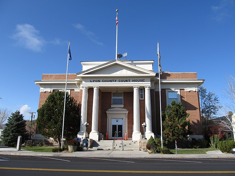 Պատկեր:Lyon County Courthouse (Nevada).jpg