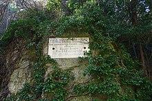 Gedenktafel in Mödling im heutigen Naturpark Föhrenberge (Quelle: Wikimedia)