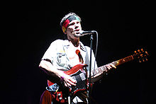 Manu Chao at 2007 Coachella Valley Music and Arts Festival.jpg