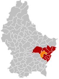 Map of Luxembourg with Betzdorf highlighted in orange, and the canton in dark red